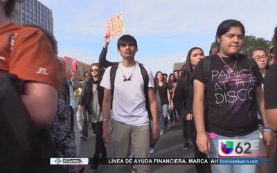 Universitarios salen a las calles para exigir una educación libre de deudas