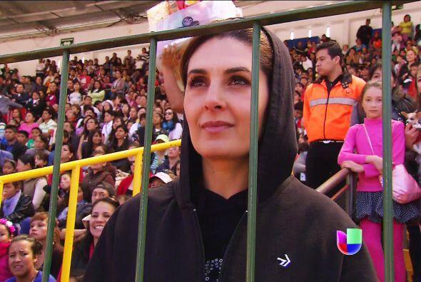 ¡Cuidado familia Lascurain! Isabela ya llegó al estadio.