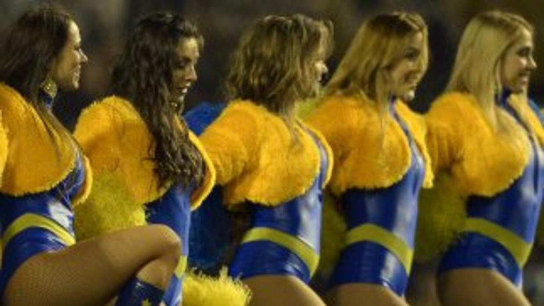 Al igual que en el fútbol, las porristas de baloncesto de Boca Juniors e...
