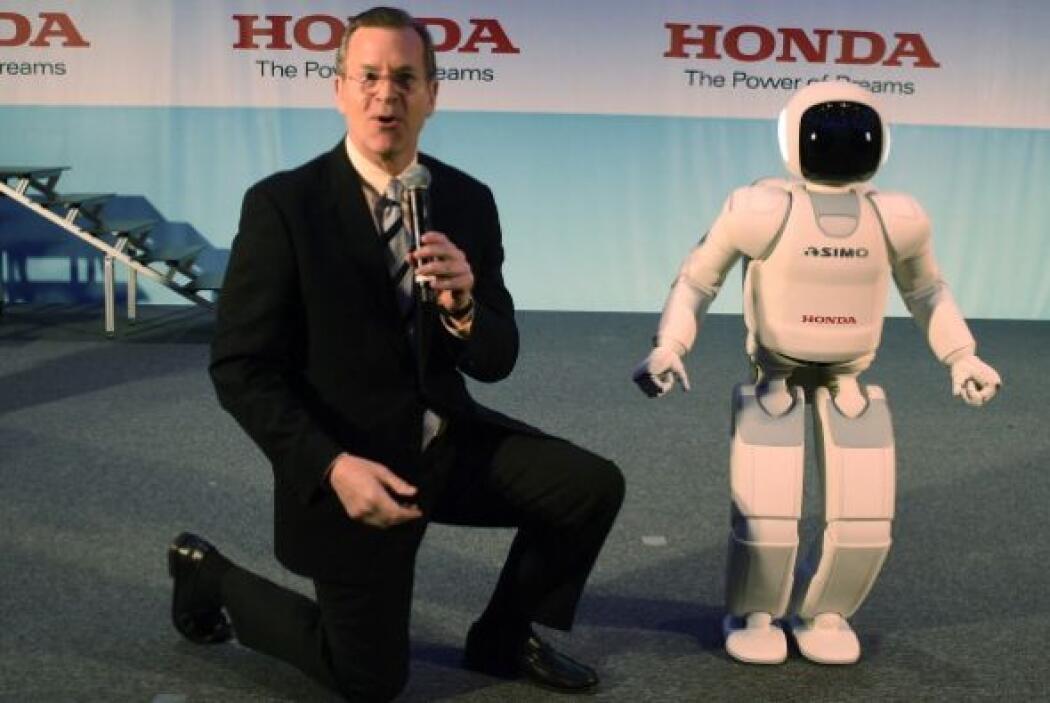 En 2011 la empresa Honda mostró a ASIMO renovado con la nueva tecnología...