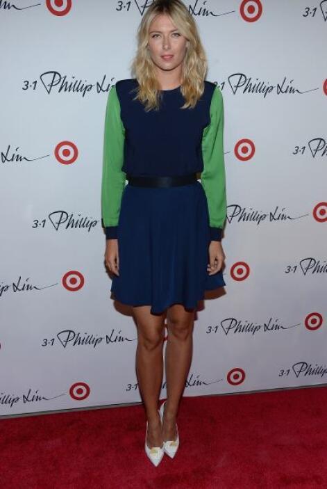 La tenista, Maria Sharapova, se veía muy guapa con su atuendo de verdes...