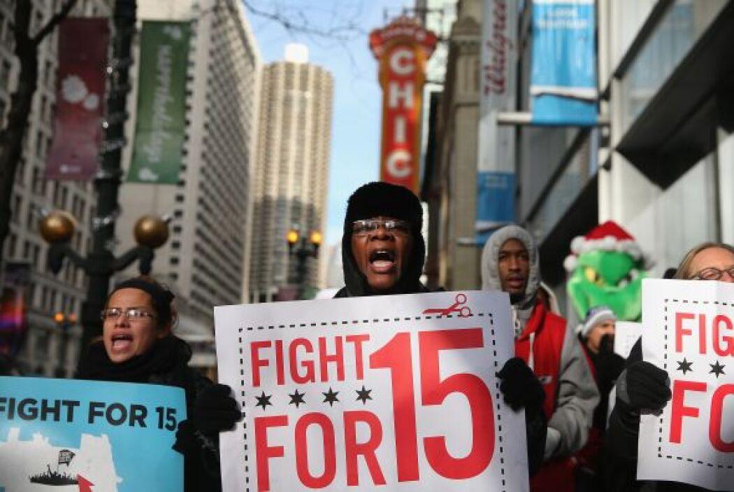 Cientos de empleados de McDonald's y otras cadenas de restaurantes de co...