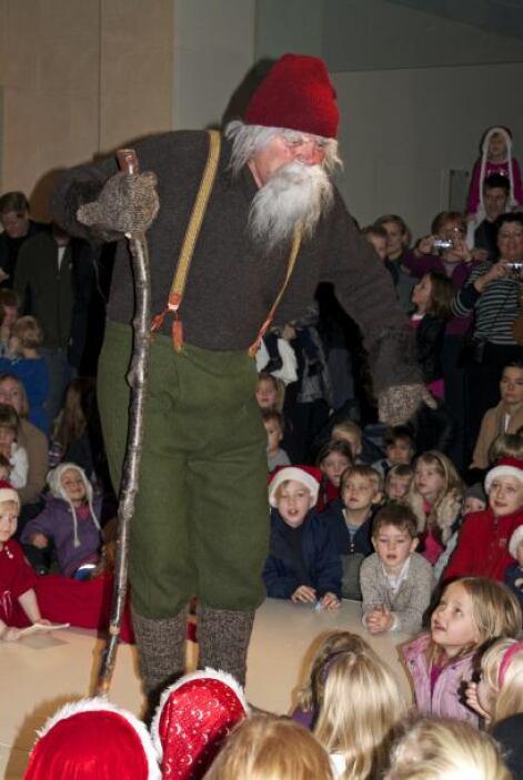 Sus festejos comienzan el 24 de diciembre y terminan el 6 de enero. Cabe...