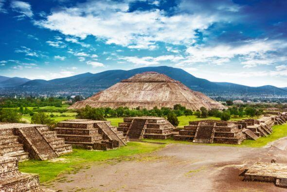 TEOTIHUACAN Probablemente la ciudad Azteca más famosa del m...