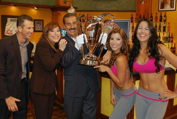 La copa de la MLS estuvo este domingo en el Bar de la República D...