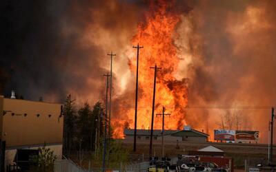 Las evacuaciones en Fort McMurray superan las 90,000 personas