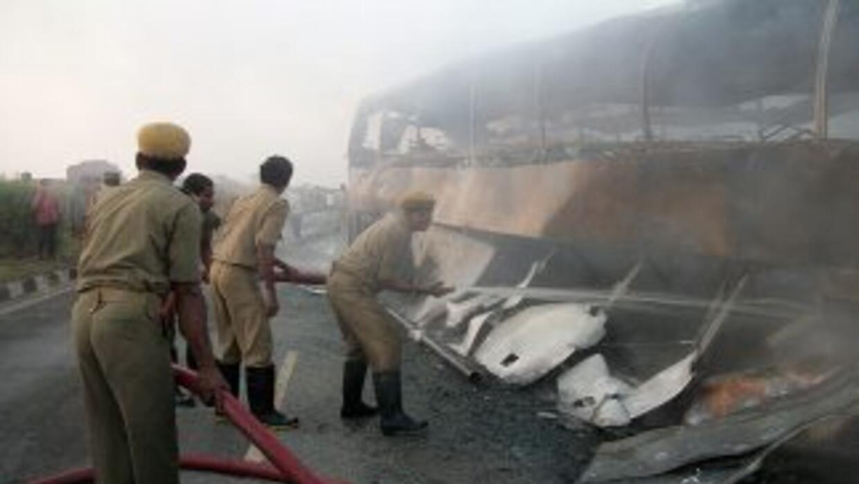 Tres vagones se incendiaron y causaron la muerte de al menos nueve perso...