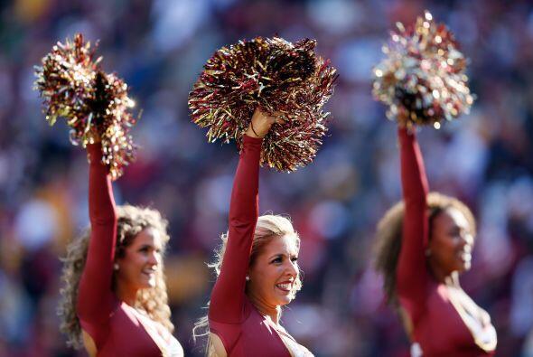 Las lindas porristas de los Redskins lucieron fenomenales con sexis mall...