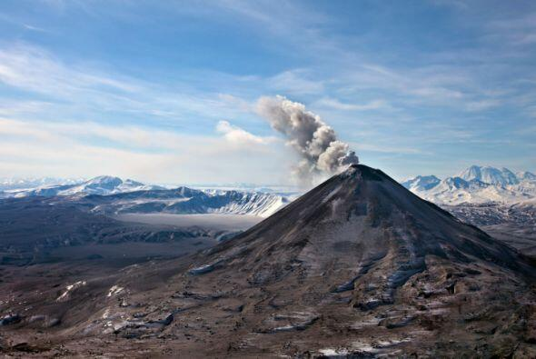 VOLCAN COPAHUE Este volcan está rodeado de aguas termales q...