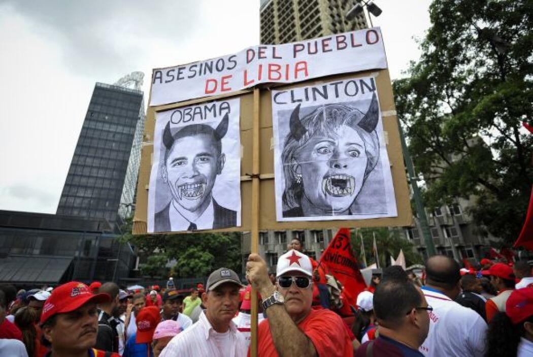 Entre los simpatizantes se observó un cartel que decía 'asesinos del pue...