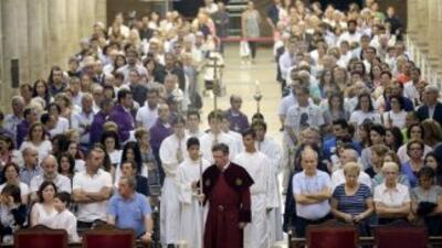 Víctimas y familiares asisten a la misa funeral por los 79 fallecidos de...