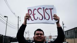 Protesta de activistas de inmigración en febrero a las puertas del Eliza...