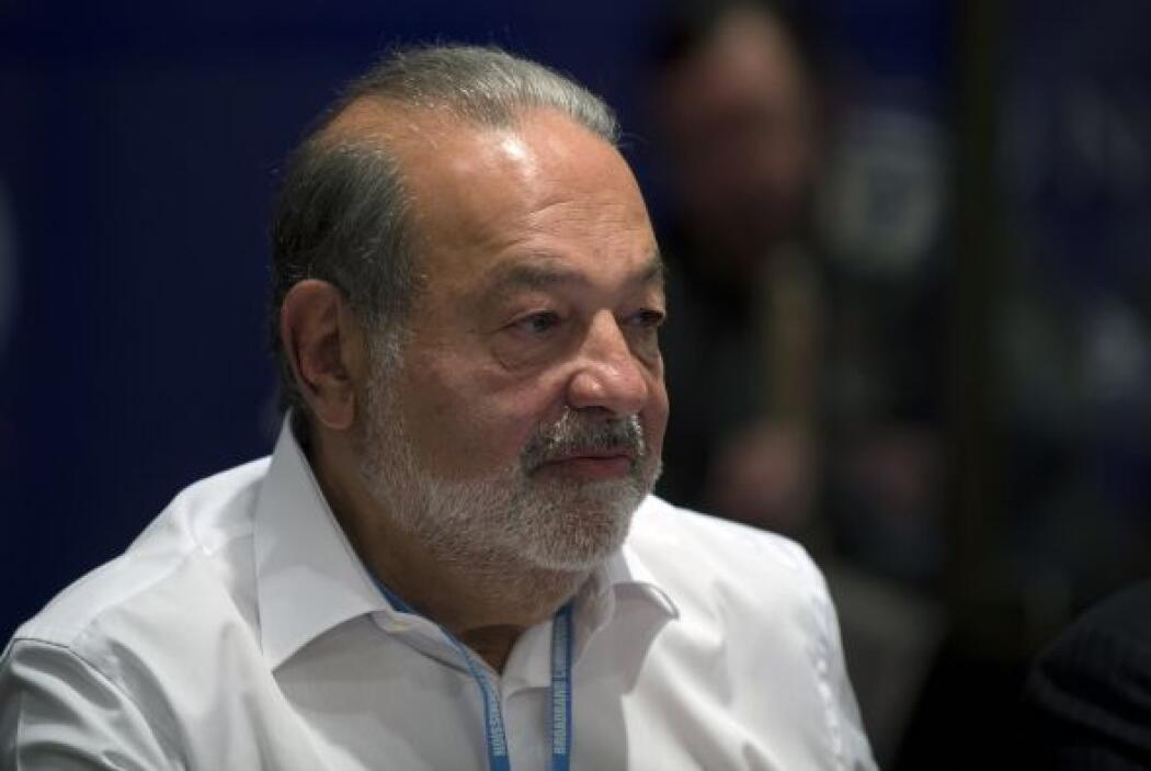 1. En el sitio de honor se encuentra el también mexicano Carlos Slim Hel...