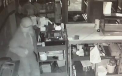 Cuatro negocios de Chicago fueron asaltados durante una madrugada