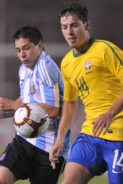 El partido se disputó en el estadio Monumental de la UNSA (Universidad N...