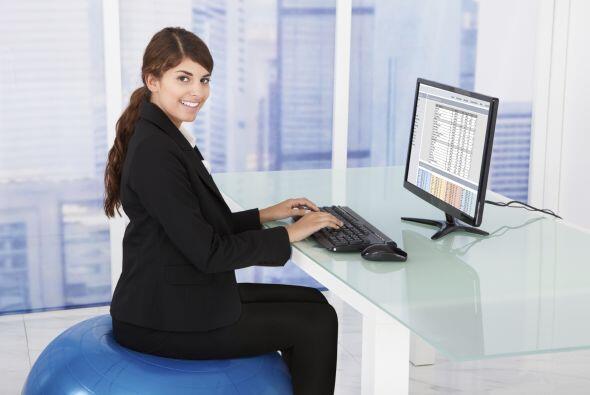 Corregir tu postura podría impactar en tu humor y hacerte sentir con más...