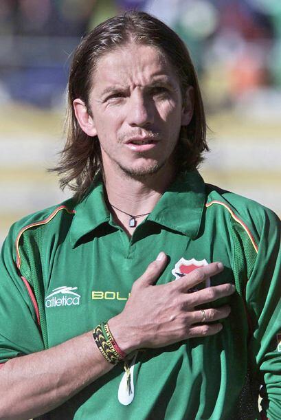 En Bolivia, a los 41 años el veterano volante Luis Héctor Cristaldo, int...