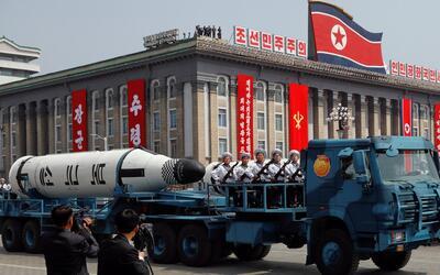 En video: Así fue el desfile militar en el que Corea del Norte exhibió s...