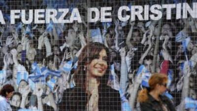 La presidenta de Argentina Cristina Fernández fue criticado por Carlos M...