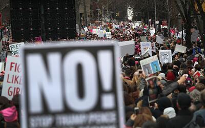 Miles caminaron en Manhattan este sábado como parte de la marcha...