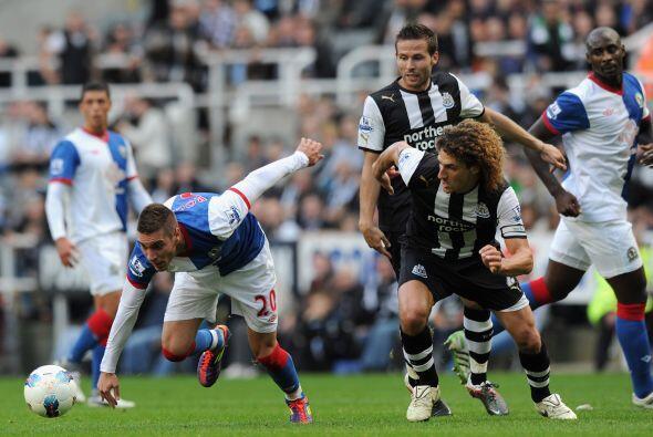En otro de los encuentros, Newcastle goleó al Blackburn Rovers 3...