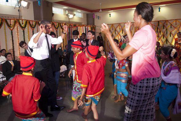 Tras la foto, llegó el baile y el presidente no se amilanó (tampoco su e...
