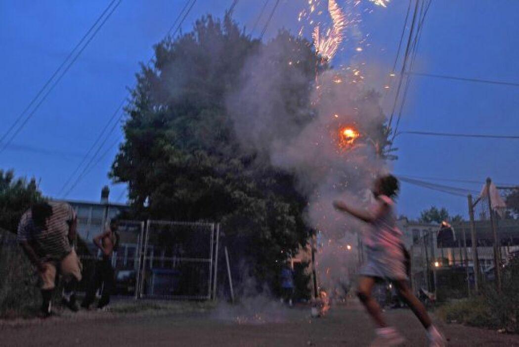 """""""El mal uso de fuegos artificiales puede causar quemaduras severas, cegu..."""