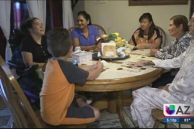 Familia celebra un regalo de vida