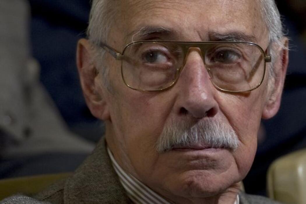 Julio 5- La justicia argentina condena al general Jorge Videla a 50 años...