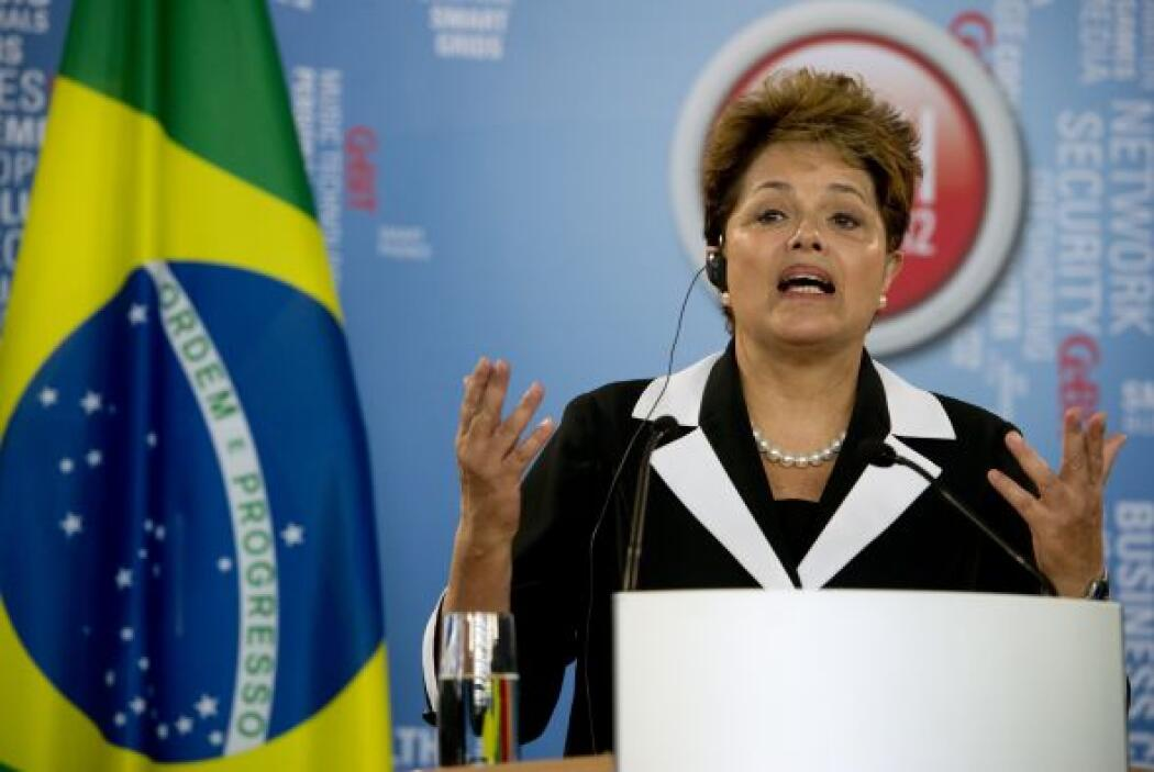 18. DILMA ROUSSEFF  Puesto- Presidenta de Brasil.  Organización- Gobiern...