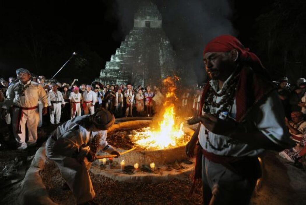 En las majestuosas ruinas de Tikal, enclavadas en un espeso bosque de Gu...
