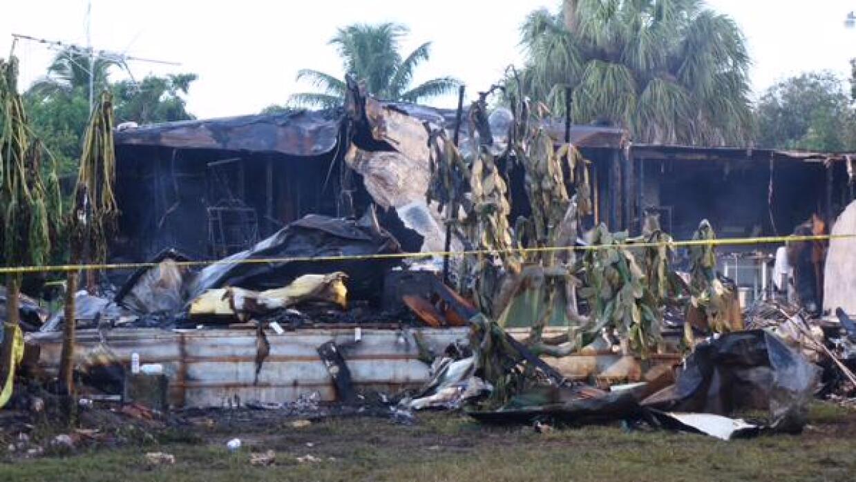 Se estrella una avioneta en un área de casas rodantes en Palm Beach