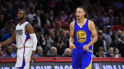 Curry aportó 40 puntos al anotar 11 de 27 tiros.