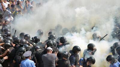 Explota granada en protesta junto a Parlamento de Ucrania