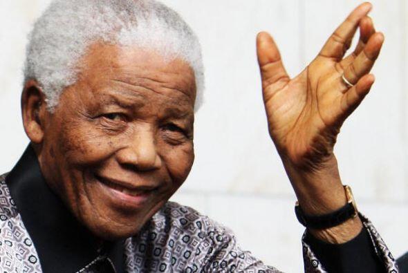 Simbólicamente, la última aparición pública de Mandela fue ante la human...