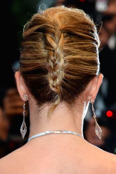 Con este chongo de trenza francesa, Lorie puso a Cannes de cabeza.