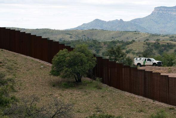 Y aunado a los peligros naturales de cruzar la frontera, el riesgo de se...