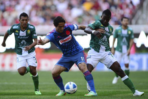 Aldo de Nigris (Salió al 68') (8).- El atacante del Guadalajara no anotó...