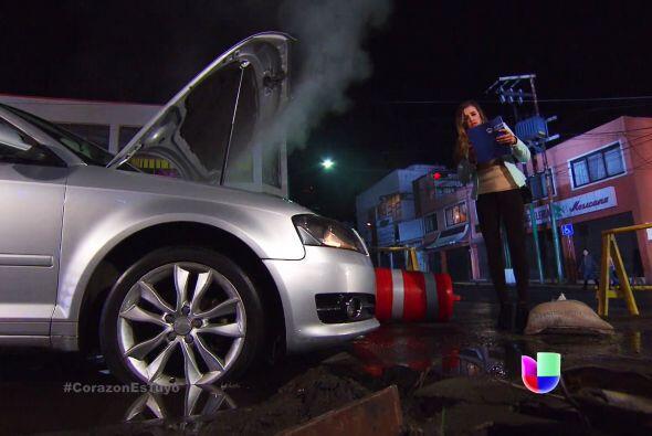 ¡Qué mala suerte Fanny! El coche se te descompuso en el peo...