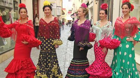 Maity Interiano nos desfiló auténtica moda flamenca de la diseñadora Roc...