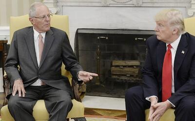 El presidente Donald Trump se reúne con su homólogo peruano Pedro Pablo...