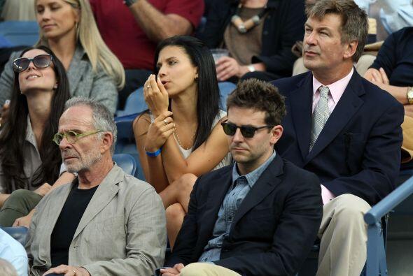 Alec Baldwin y Bradley Cooper siguieron de cerca las incidencias del par...
