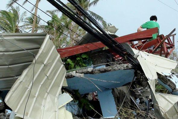 Además, las escuelas cerraron este martes en Manila y otras localidades...