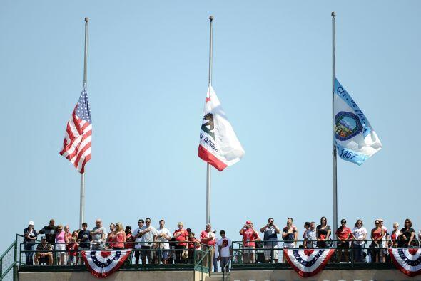 Todos los estadios tenían sus banderas a media asta.