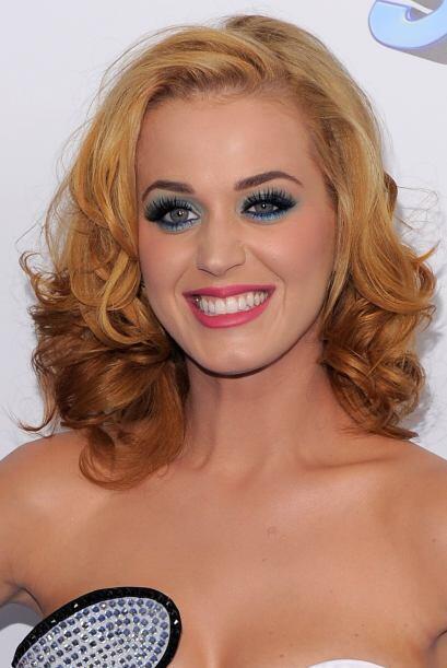Al parecer Gargamel le hizo una mala jugada a Katy Perry, mezclando los...