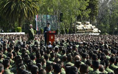 Salvador Cienfuegos, ministro mexicano de la Defensa, leyendo una discul...