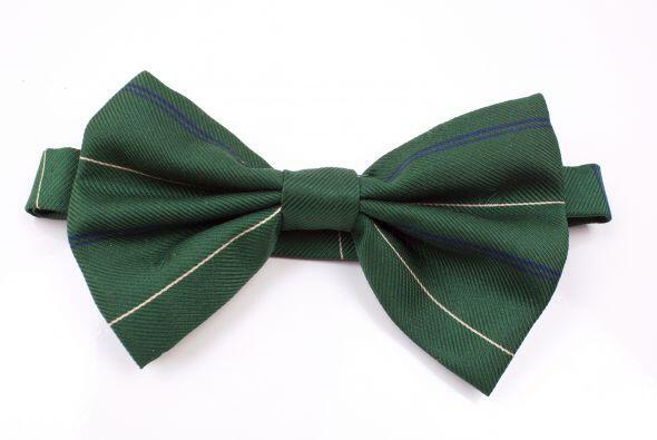 En una chica, las corbatas y los corbatines no solo quedan simpát...