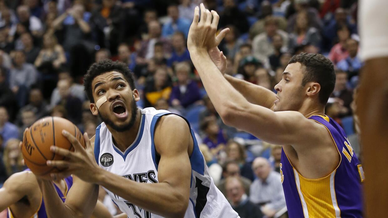 Karl-Anthony Towns añadió 26 puntos con 14 rebotes.