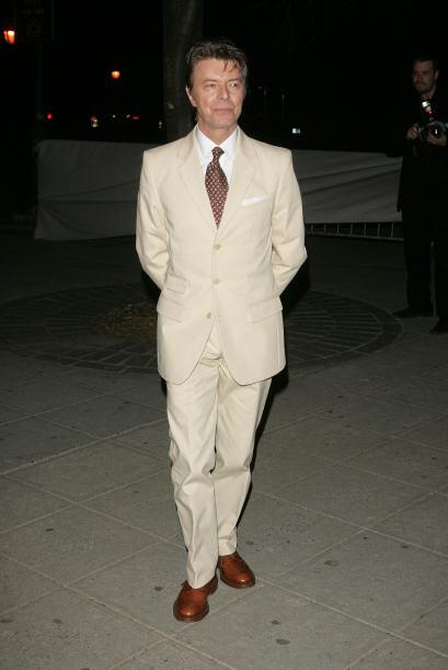 "Impecable con este traje color ""crudo""."