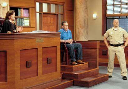 El padre, desde la silla de los testigos, miraba con incredulidad el com...